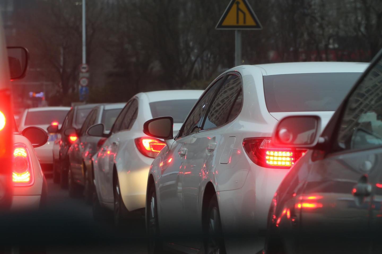 Voitures coincées dans les embouteillages